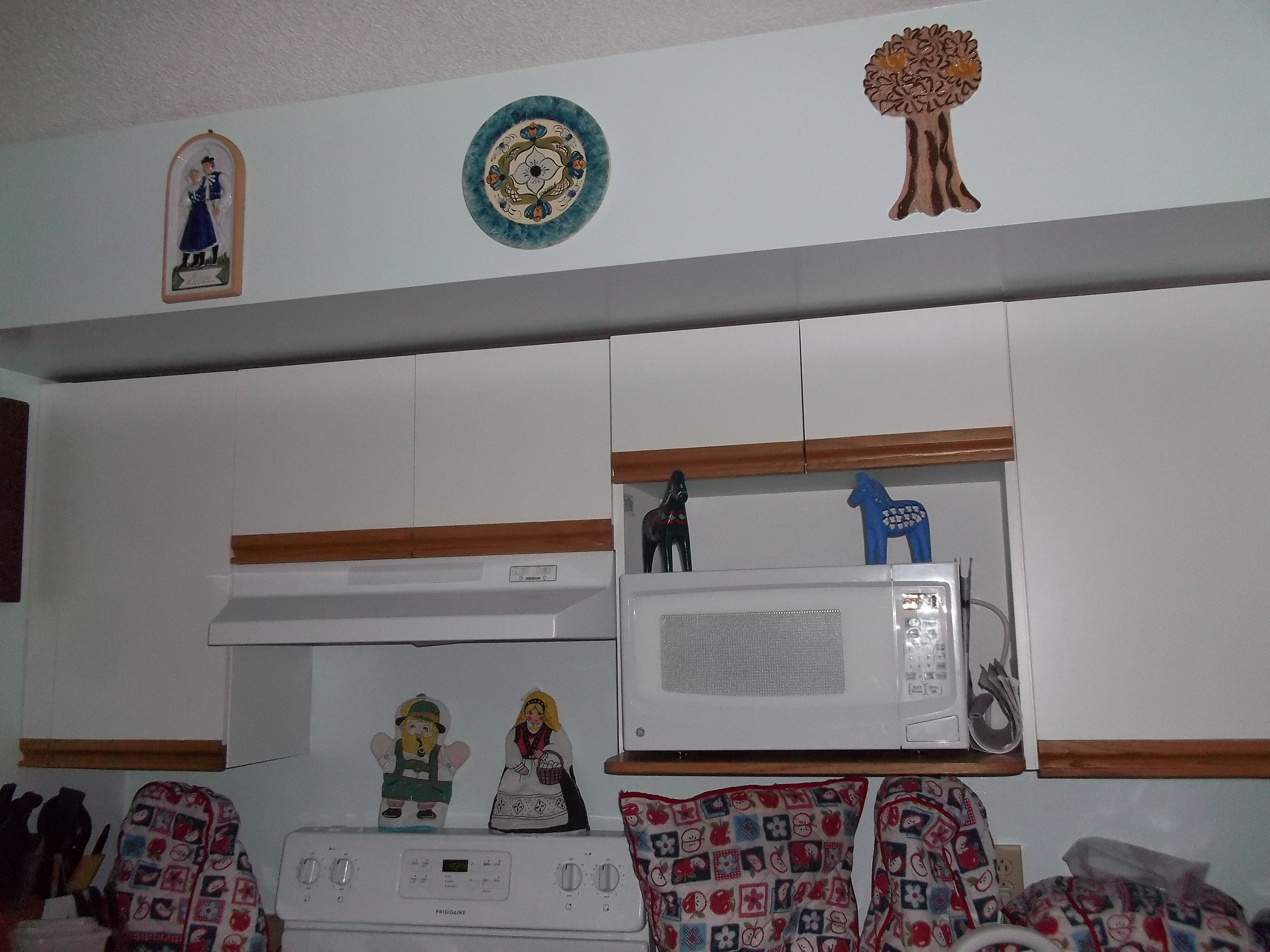 Kitchen-Slovakian, Norwegian and German Plaques, Swedish Dalarna Hesten, German and Norwegian doll pot holders