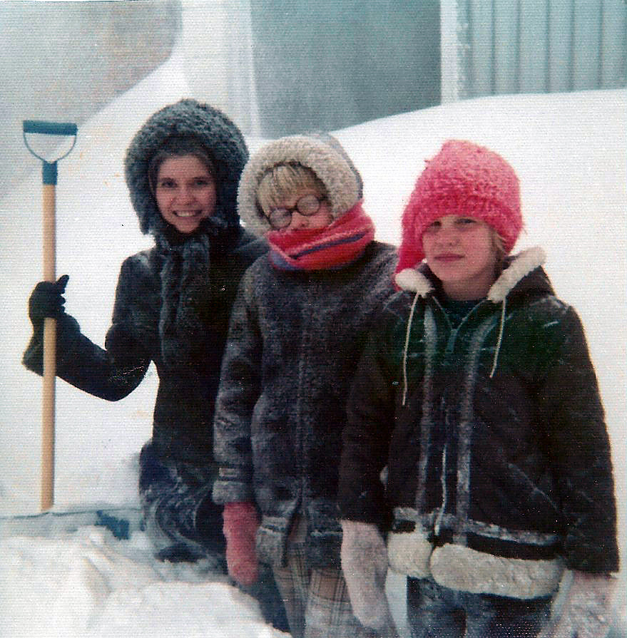 gayle-billi-lori-snowed-in-christmas-1972_edited-1