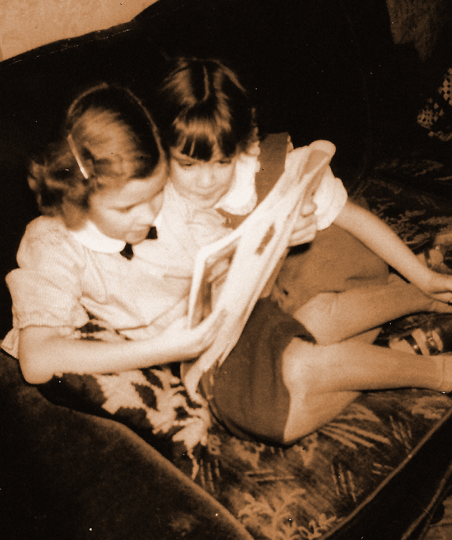 Gayle reading to Doreen-1950